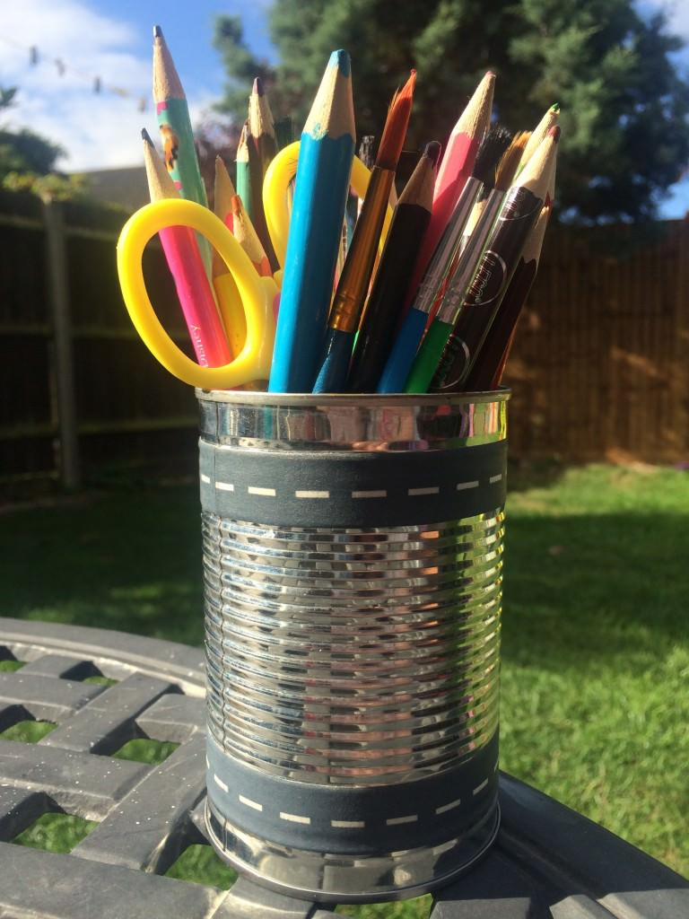 DIY pencil holder - the gingerbread house
