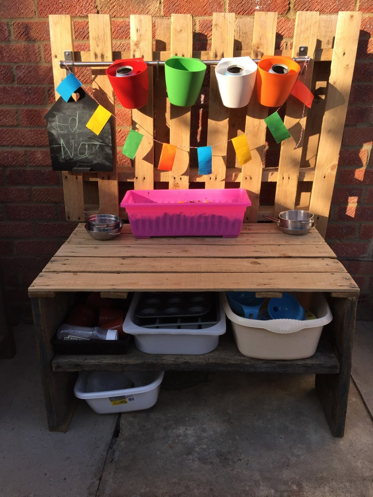 How to build a mud kitchen - the-gingerbread-house.co.uk