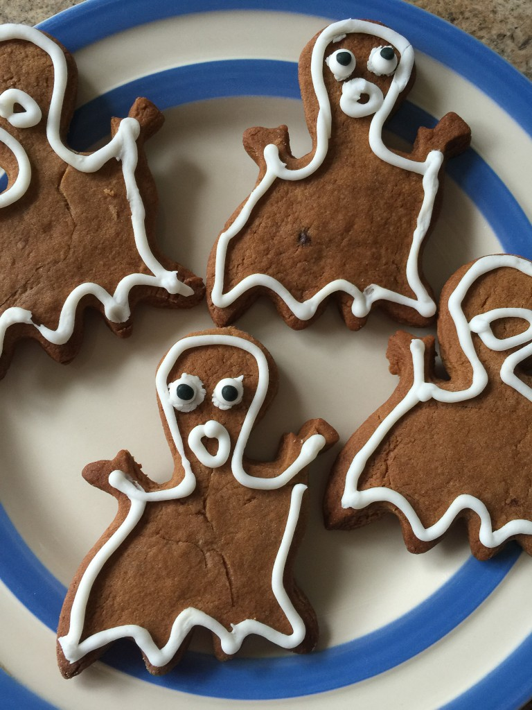gingerbread ghost biscuits